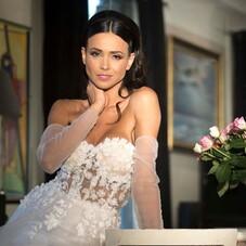 Our #Bella on our this beauty @lulopes021⠀⠀⠀⠀⠀⠀⠀⠀⠀ MUA : @ronnie_makeup⠀⠀⠀⠀⠀⠀⠀⠀⠀ HA : @rebeccaallali⠀⠀⠀⠀⠀⠀⠀⠀⠀ ⠀⠀⠀⠀⠀⠀⠀⠀⠀ #bride#weddingday#bridal#shooting#dress#bridal#civil#collectioncivil#mariee#mairie#weddingdress#eveninggown#eveningdress#fashiondress#fashion#fashionista#fashiondesigner#lamarieebychantaltemam#chantaltemam#madeinfrance#paris#france