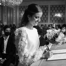 ♡ Victoria & notre ensemble phare de notre collection, notre top #Iziah et notre pantalon #Lizy, un top aux manches bouffantes en dentelle de fleurs et un pantalon forme flare, légèrement évasé.  #ChantalTemamBrides #LaMarieeByChantalTemam 👰🏻♀️: @victoriahdd_