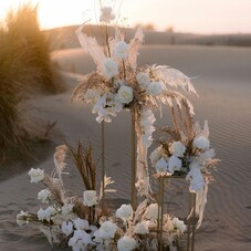 Magic flowers decor by @fleursdefee ⠀⠀⠀⠀⠀⠀⠀⠀⠀ WP : @lesgrandsmoments ⠀⠀⠀⠀⠀⠀⠀⠀ 📸 : @audreyparisphoto