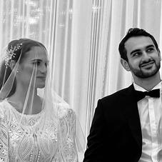 ♡ Hanna & sa sublime robe de mariée sur-mesure avec une dentelle rebrodée joliment accessoirisé d'un voile en soie uni ⠀⠀⠀⠀⠀⠀⠀⠀⠀ 👰🏻♀️: @hannabonanbensa⠀⠀⠀⠀⠀⠀⠀⠀⠀ #ChantalTemamBrides⠀⠀⠀⠀⠀⠀⠀⠀⠀ #LaMarieeByChantalTemam
