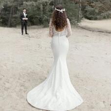 ♡ Mélissa et sa superbe robe de mariée, réalisée entièrement sur-mesure, avec une dentelle avec de petites pétales très délicate, un beau dos nu, une longue traine en dentelle et de jolis petits boutons recouverts de soie… tout comme elle l'avait imaginée…! ⠀⠀⠀⠀⠀⠀⠀⠀⠀⠀⠀⠀⠀⠀⠀⠀⠀⠀⠀⠀⠀⠀⠀ #ChantalTemamBrides⠀⠀⠀⠀⠀⠀⠀⠀⠀⠀⠀⠀⠀⠀⠀⠀⠀⠀⠀⠀⠀⠀⠀⠀⠀⠀⠀⠀⠀⠀⠀⠀⠀⠀⠀ #LaMarieeByChantalTemam⠀⠀⠀⠀⠀⠀⠀⠀⠀⠀⠀⠀⠀⠀⠀⠀⠀⠀ 👰🏻♀️ : @melissagwakim⠀⠀⠀⠀⠀⠀⠀⠀⠀⠀⠀⠀⠀⠀⠀⠀⠀⠀ 📸 : @clairelucetphotographie