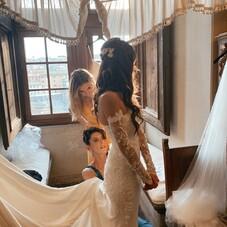 ♡ Ilana et sa somptueuse robe de mariée tout en crêpe de soie et dentelles fleuries, avec un bustier brodée de fleurs, de belles manches longues en dentelle amovibles avec des fleurs brodées, une longue traine… ✨⠀⠀⠀⠀⠀⠀⠀⠀⠀⠀⠀⠀⠀⠀⠀⠀⠀⠀⠀⠀⠀⠀ #ChantalTemamBrides⠀⠀⠀⠀⠀⠀⠀⠀⠀⠀⠀⠀⠀⠀⠀⠀⠀⠀⠀⠀⠀⠀⠀⠀⠀⠀⠀⠀⠀⠀⠀⠀⠀⠀⠀ #LaMarieeByChantalTemam⠀⠀⠀⠀⠀⠀⠀⠀⠀⠀⠀⠀⠀⠀⠀⠀⠀⠀ 👰🏻♀️ : @lanasultan⠀⠀⠀⠀⠀⠀⠀⠀⠀